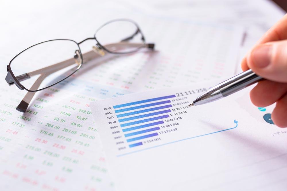 分析财务的会计图片